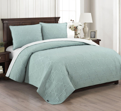 Brielle Home Casablanca Reversible Quilt Set White Seafoam