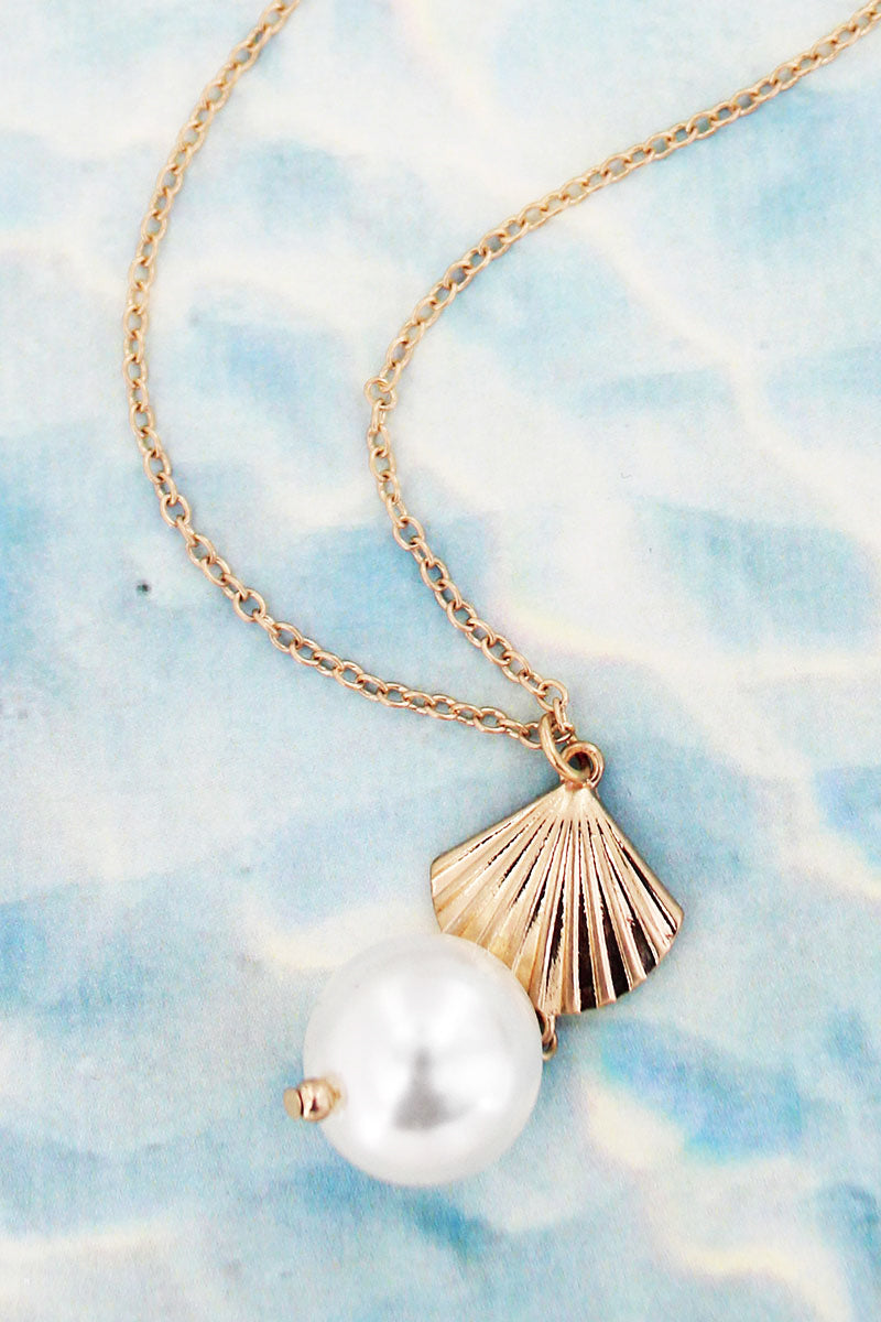 Goldtone Clam Shell and Pearl Necklace