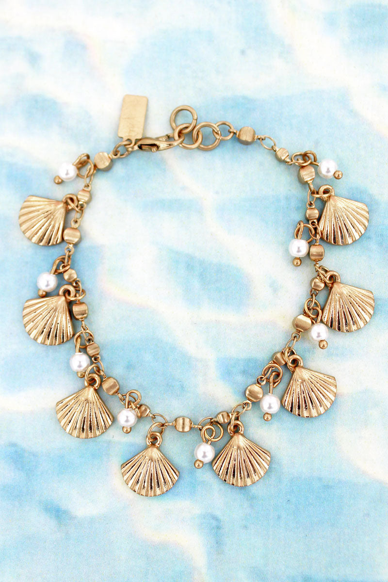 Goldtone Clam Shell and Pearl Charm Bracelet