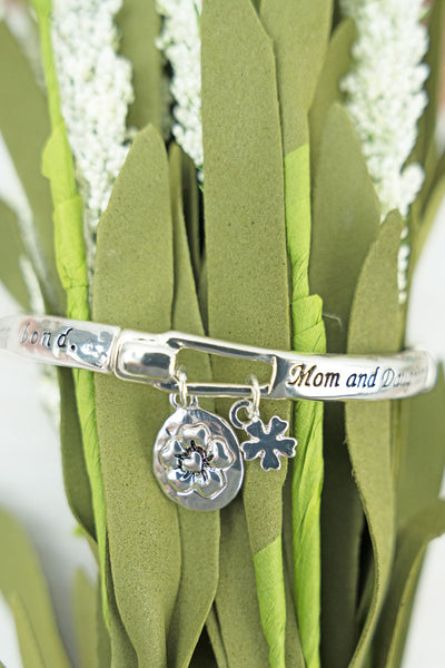Silvertone 'Mom and Daughter' Stretch Bracelet with Flower Charms