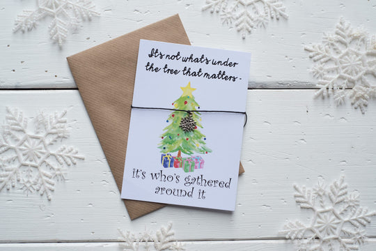 Christmas Gathered Around the Tree A6 Postcard DD148
