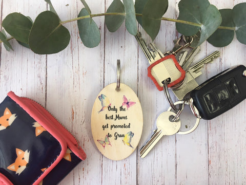 Wooden Keyring - Mums Promoted To Gran DD224