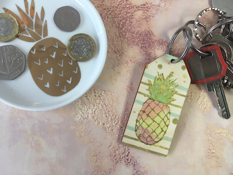 Wooden Keyring - Pineapple Gold & Green background - DD659