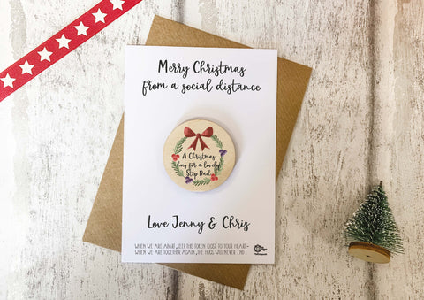 Wooden Xmas Wreath Token - A christmas hug for a lovely Step Dad DD2111