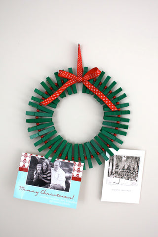 holiday crafts - Christmas card clothespin wreath