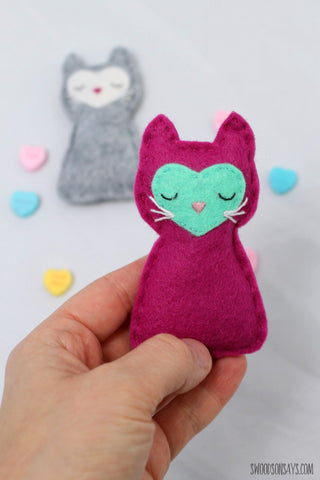 Pocket kitty sewing pattern for felt