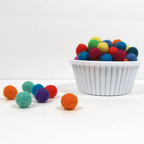Felt Pom Poms, 1 cm, 30 pieces - Busy Little Bird