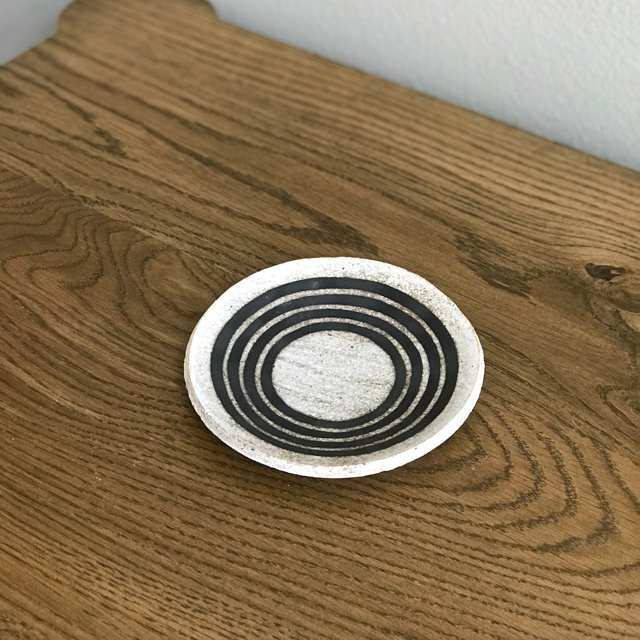 BLACK RINGS DISH