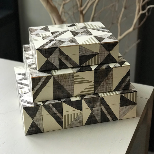 CREAM PATTERNED BOX