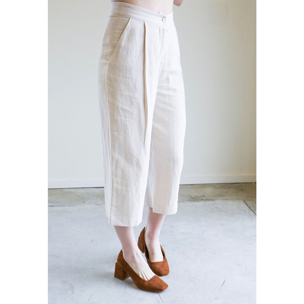 7115 By Szeki Spring Cropped Trouser in Cream
