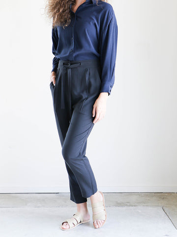 7115 By Szeki Relaxed Drawstring Trouser in Charcoal