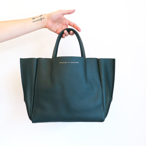 Ampersand as Apostrophe Stiff Half Tote In Forest Green
