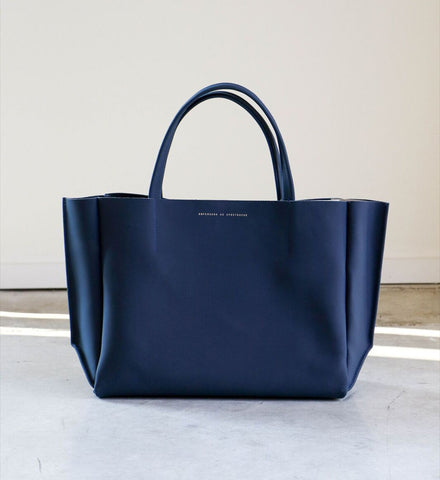 Ampersand as Apostrophe Stiff Sideways Tote in Matte Navy