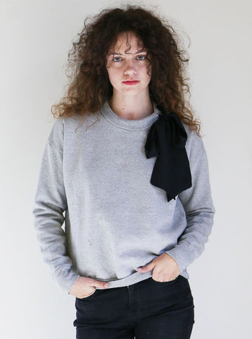 Frame Bow Sweatshirt in Gris