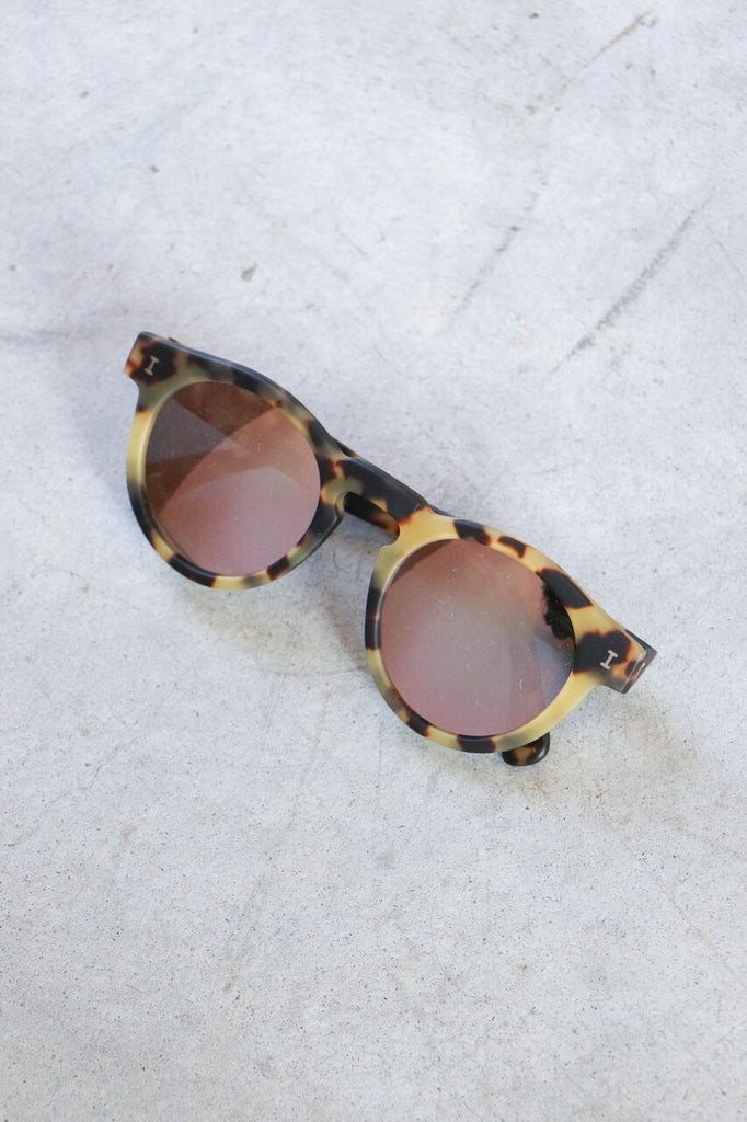 Illesteva Leonard Sunglasses in Matte Tortoise with Rose Mirror