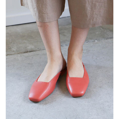 LoQ Lucia Flats in Coral