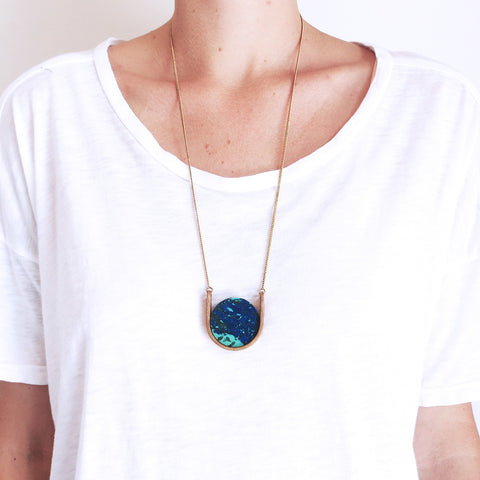 Metalepsis Neutron Necklace in Blue Ray