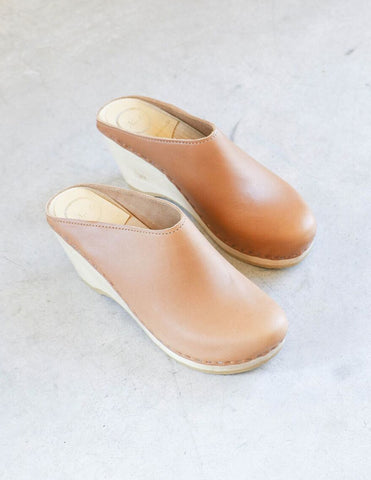 No. 6 New School Clog on Wedge in Palomino
