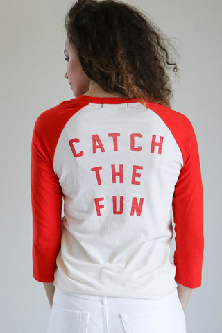 Amo Raglan Tee in Catch the Fun