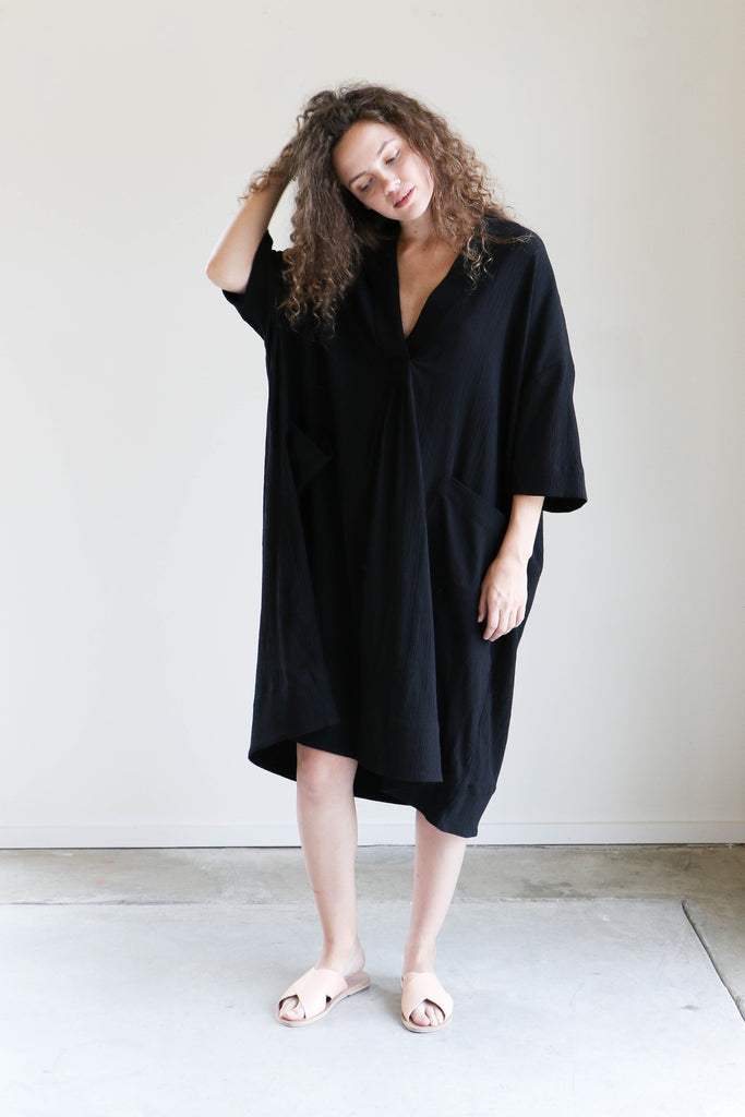 Sunja Link Pullover Dress in Black Crinkle Cotton