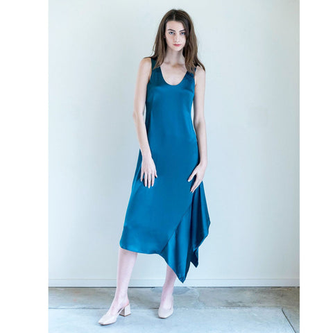 Veda Curved Dress in Marine