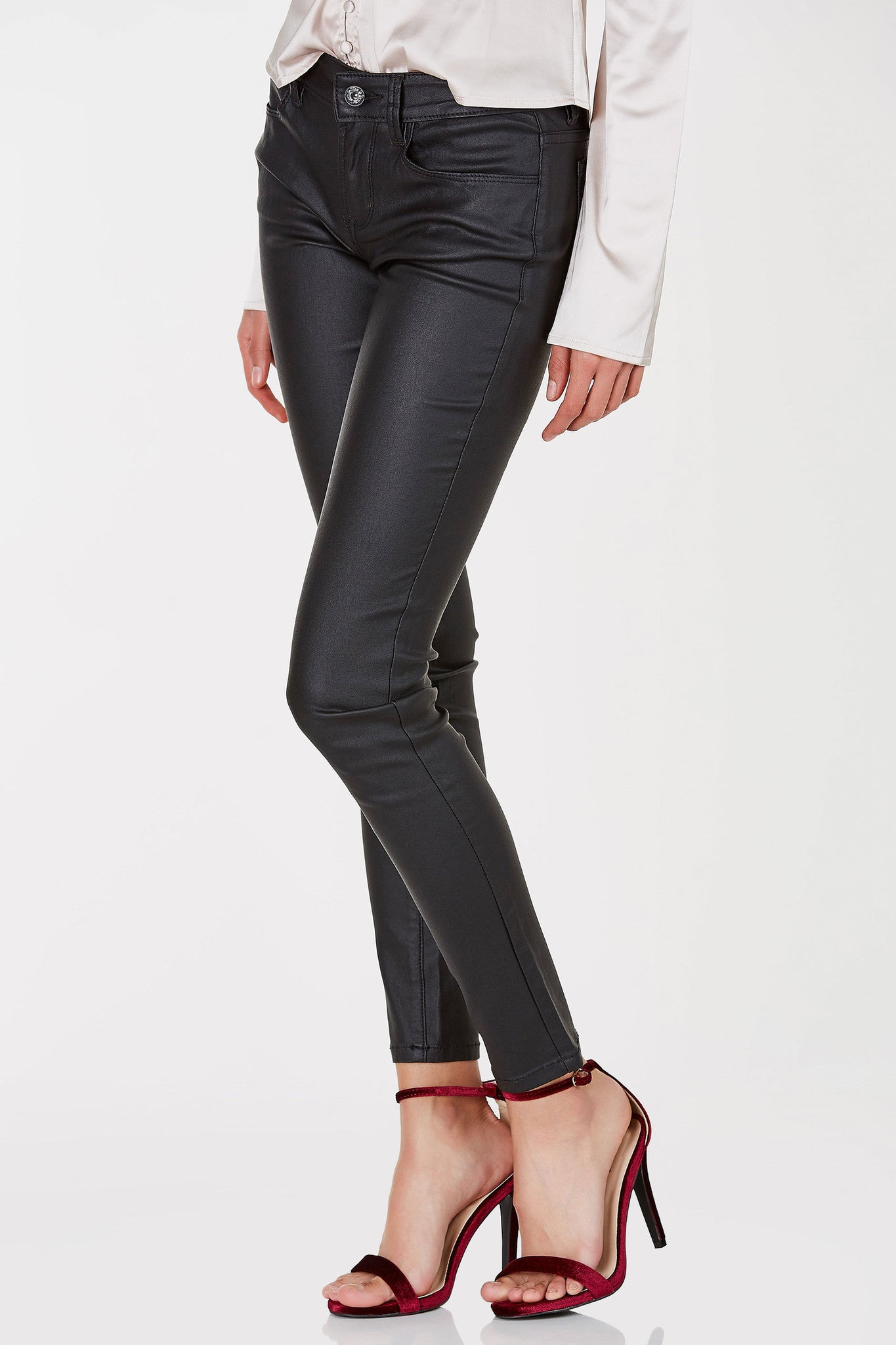 A dope pair of coated pants that is sure to give you a sleek modern look. These badboys have five fuctional pockets and a single button for closure and fit. Throw on a solid top and heeled booties to complete the look!