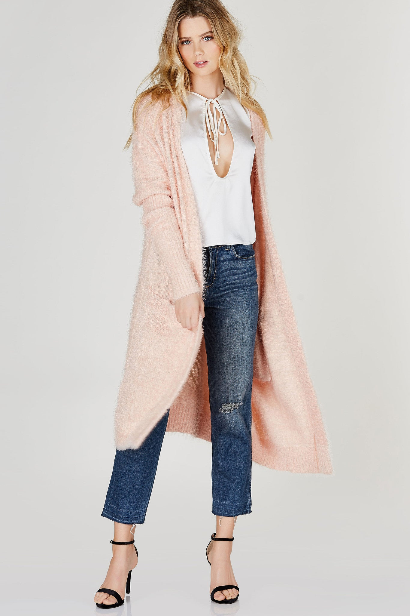 An amazingly soft and cozy cardigan with a long slouchy fit. Open front with ribbed sleeves for a slim fit. Functional pockets in front, straight hem all around. Throw on over a basic top and classic denims for a back-to-school outfit.