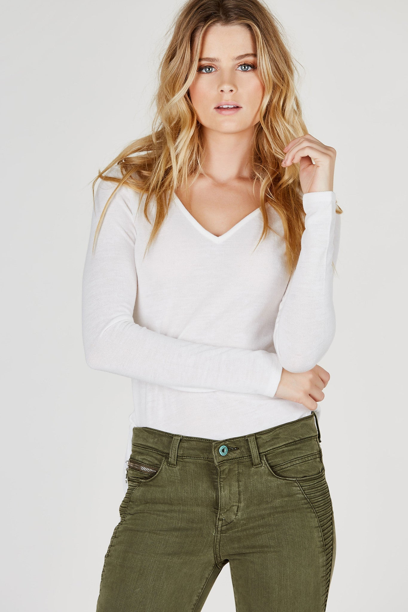 A basic long sleeve top with a classic V-neckline. Super soft material, perfect to lounge around in! Longline with straight hem featuring side slits. Pair with skinny jeans and ankle booties with a denim jacket on top!