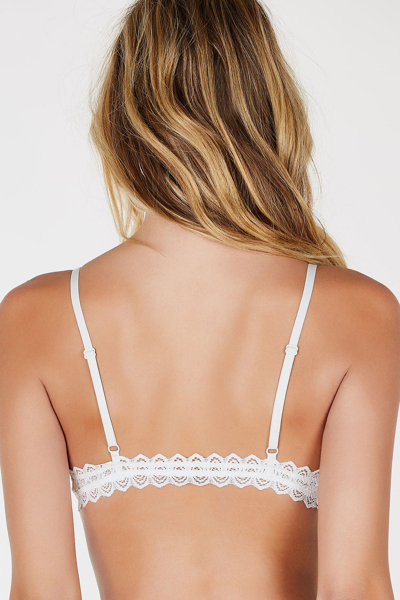 A delicate lace bralette, perfect to layer underneat deep cut tees or sheer tops. Dainty shoulder straps adjustable for fit. Elasticized, stretchy material all around for extra comfort