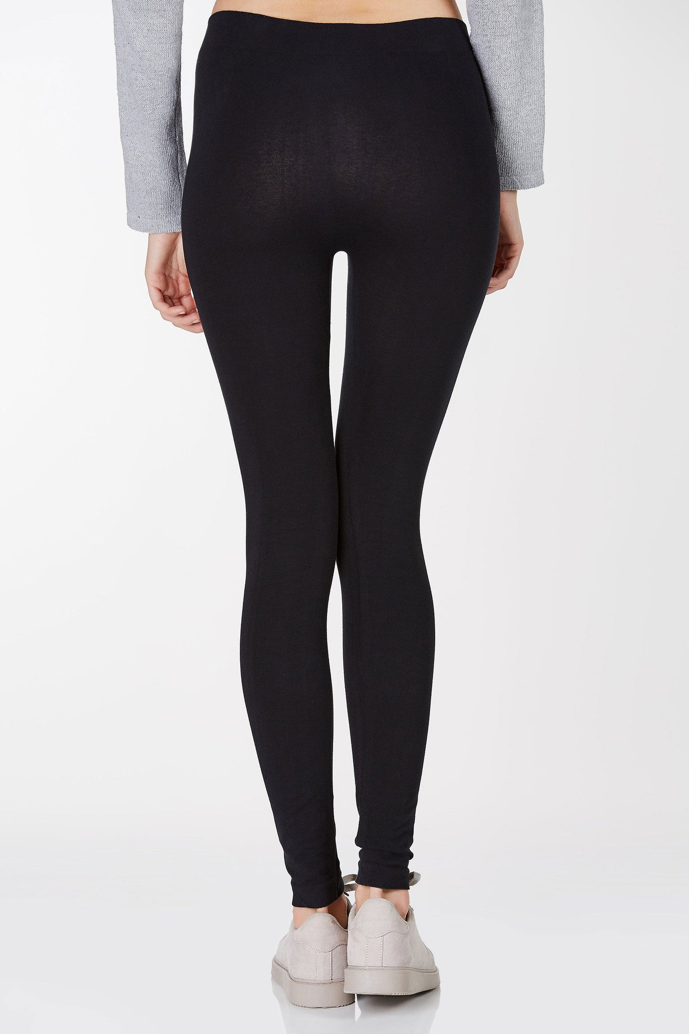 Mid rise leggings with stretchy fit. Ribbed waistband with overall slim fit