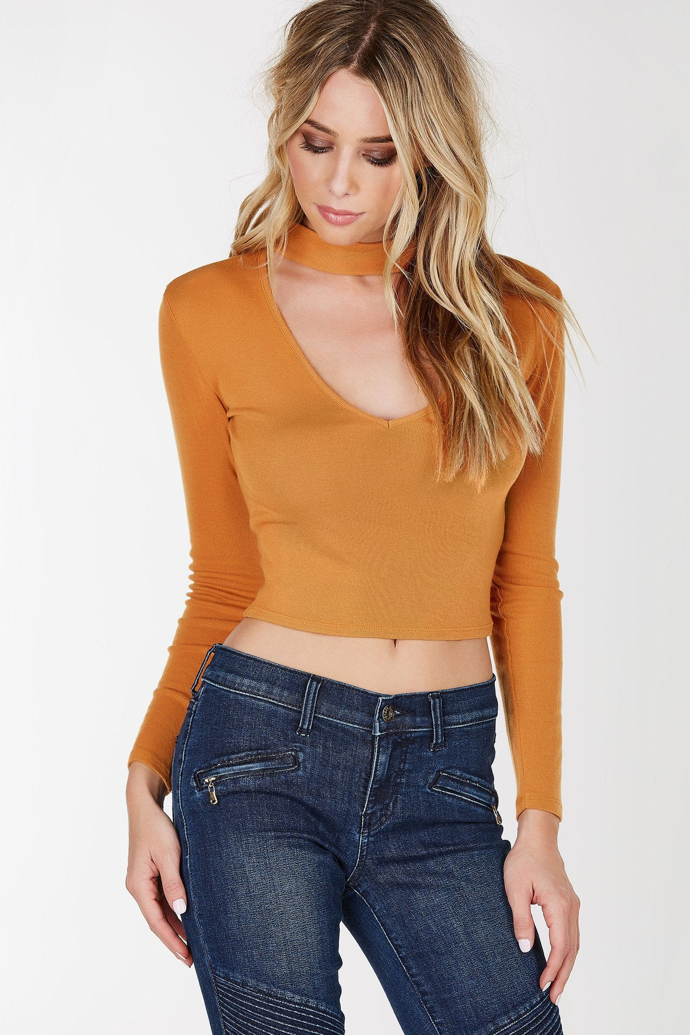 A simple cut long sleeve crop top perfect for outings at night! Trendy and chic choker neckline with a deep V cut out. Dress it down with skinny jeans or up with a midi skirt and pumps!