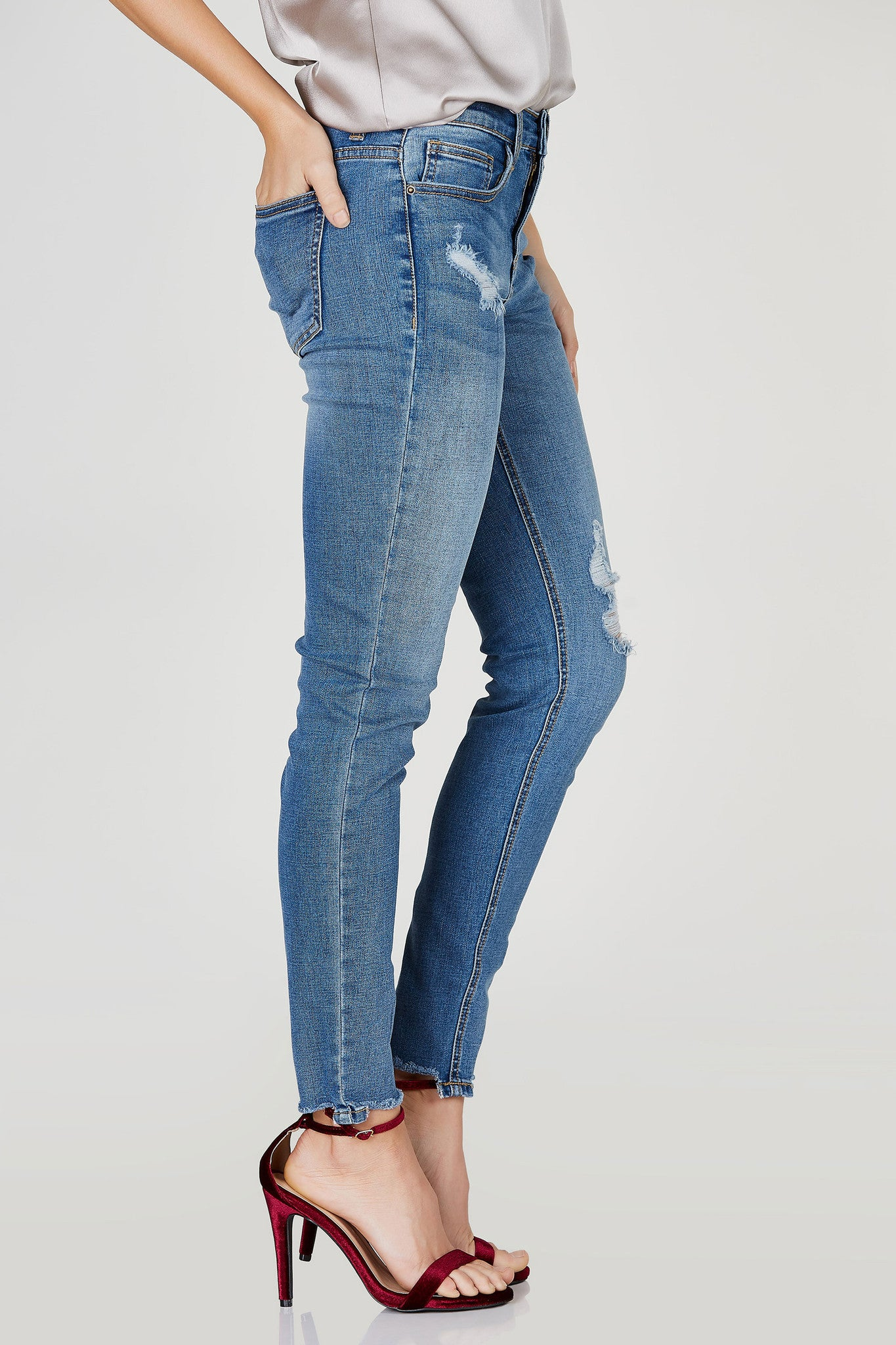 A staple piece for everyone's wardrobe. This dope pair of skinny jeans features awesome distressing for a vintage-esque vibe with raw hem for a trendy 90's vibe. Style with a crop top and sneakers for a casual day time look.