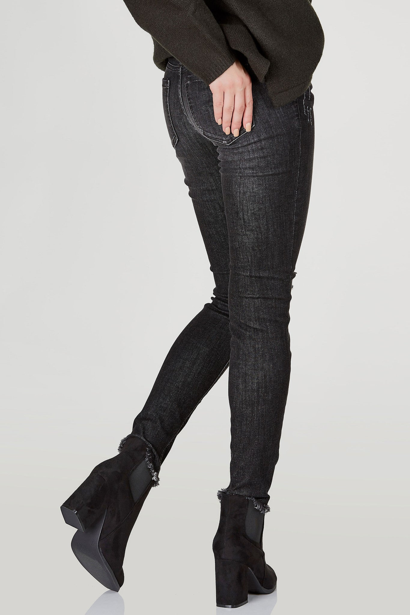 A basic pair of skinny jeans with a comfy low rise waist. Slight distressing at knees bring a casual chic vibe. Raw, frayed hem with a classic slim fit. Pair with a bodysuit and sneakers for a laid back look.