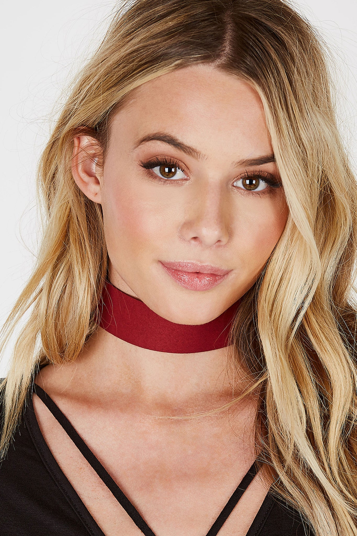 A classic suede choker with a bold wide strap. Simple lobster clasp closure with adjustable fit. Take your basic looks to the next level by styling with this accessory!