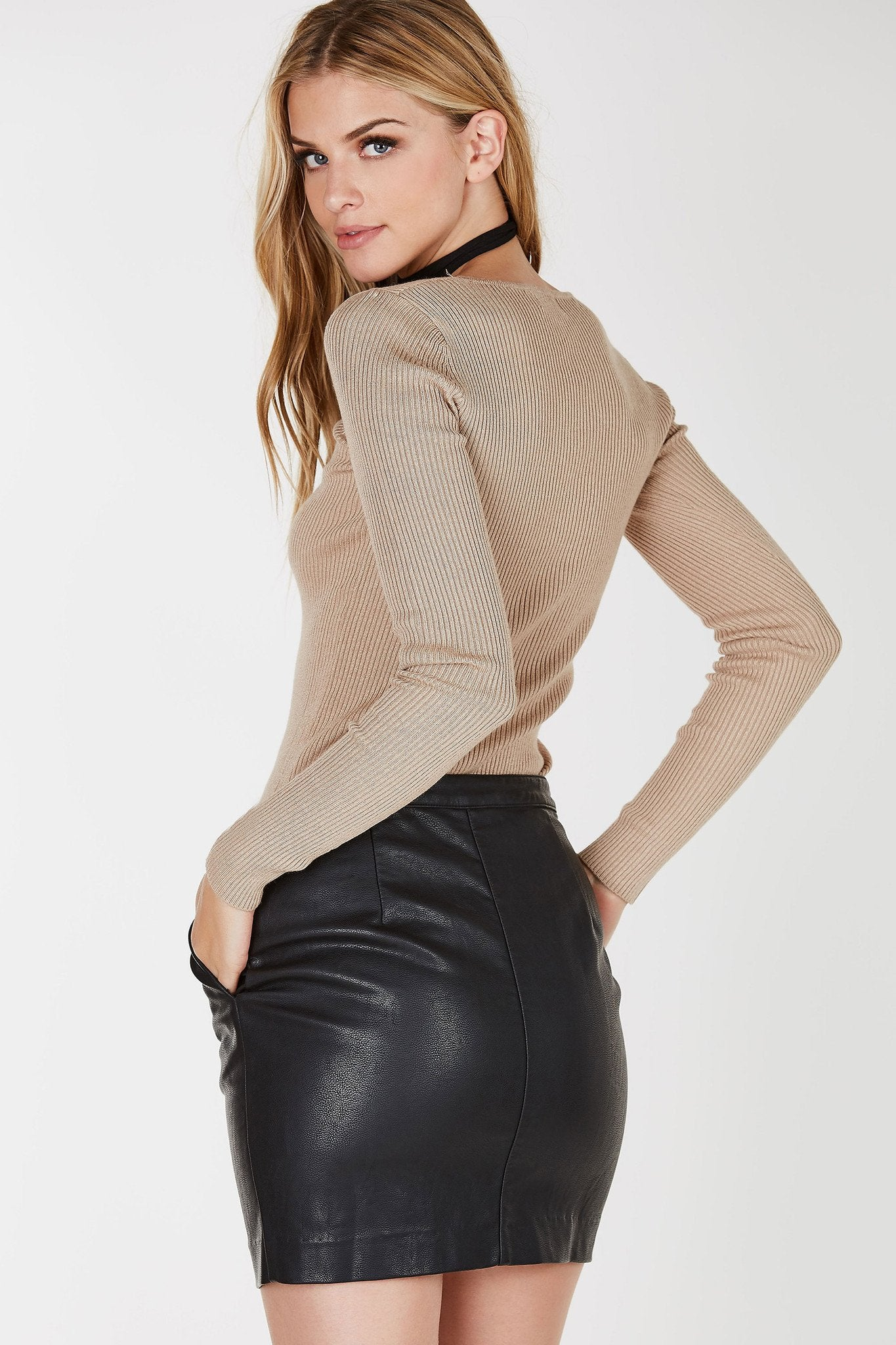 Ribbed long sleeve top with wide V-neckline. Straight hem with body hugging fit.