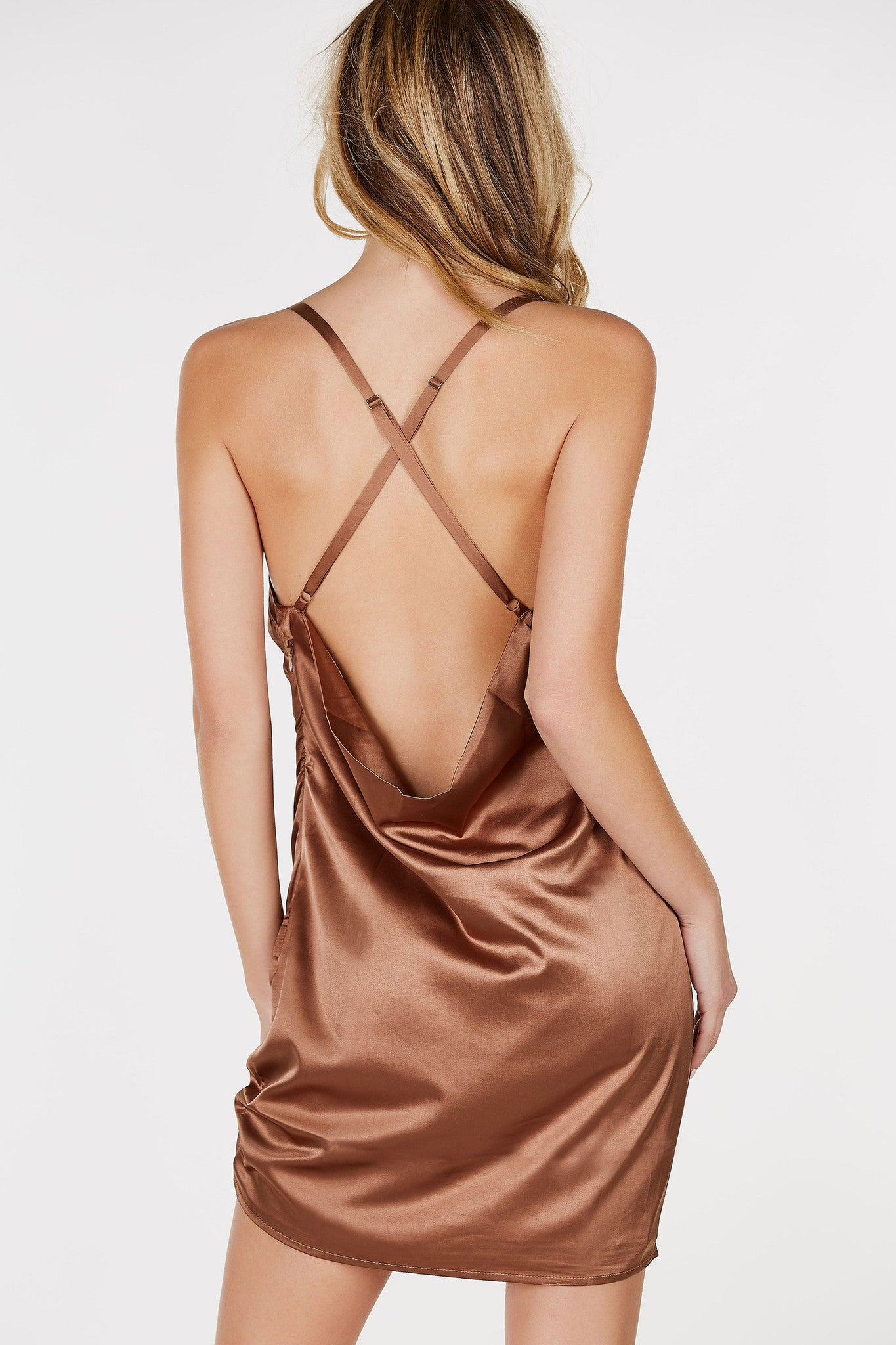/Low neckline with draped finish/X-back design/Adjustable shoulder straps/Fully lined/Straight hem