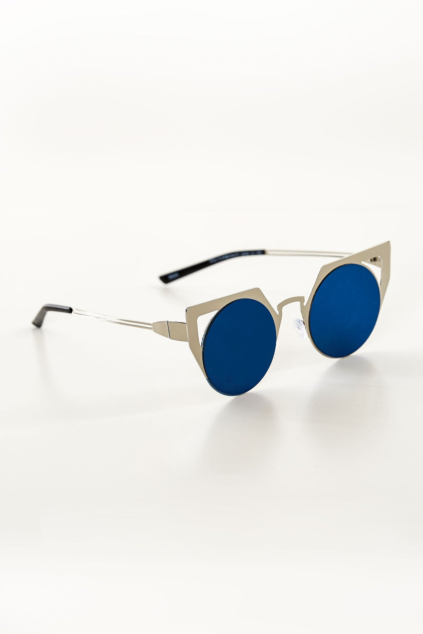 Geometric frames with cat eye design. Round tinted lenses with slight mirror finish.
