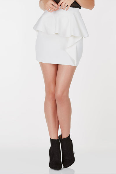 High rise ribbed skirt with ruffle detailing all around. Straight hem with stretchy fit.