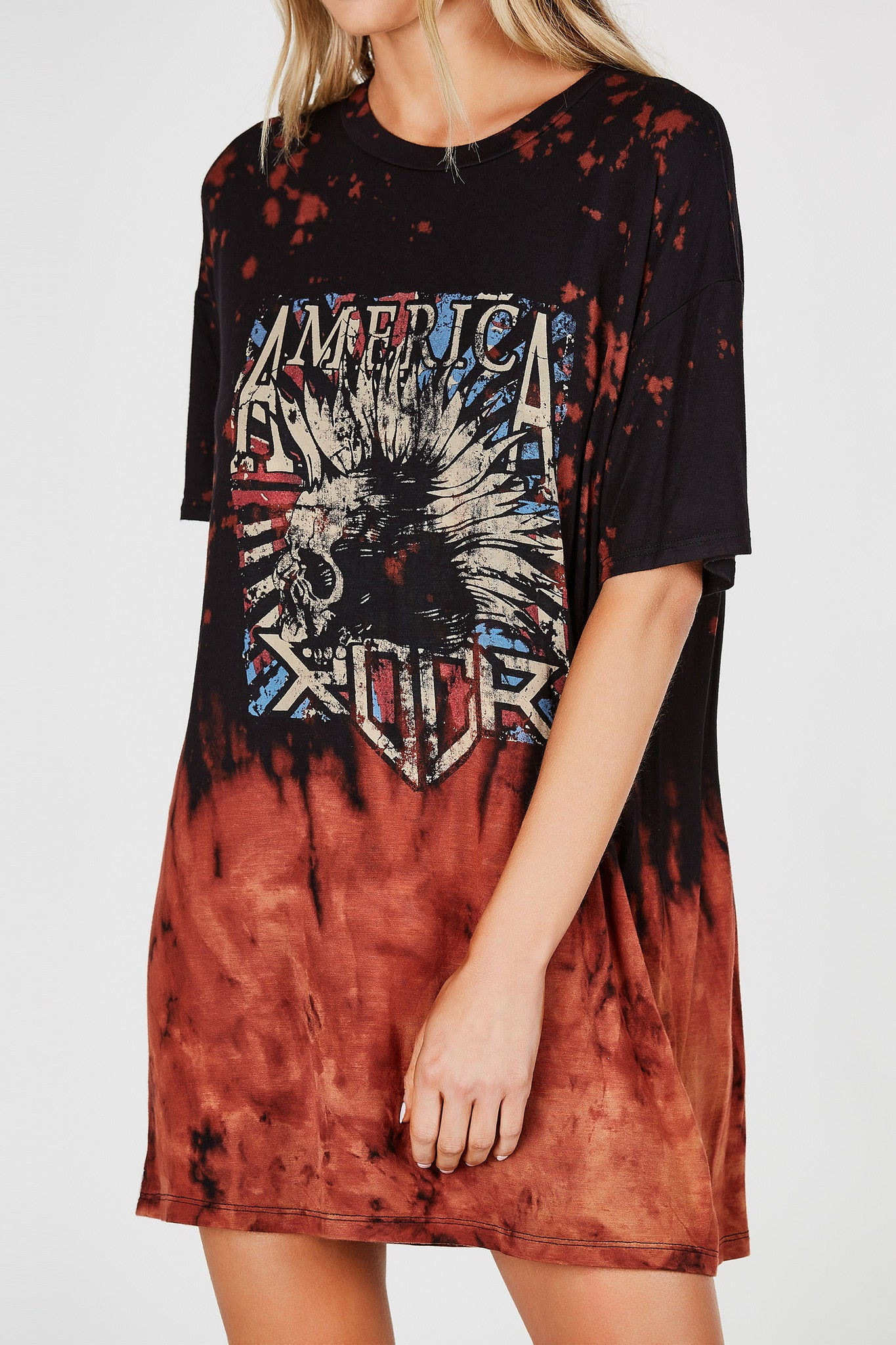 Round neck oversized T-shirt dress with graphic in front. Bleached finish with straight hem all around.