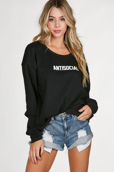 Long sleeve oversized sweatshirt with comfy rounded neck and graphic in front. Soft lining with straight hem all around.