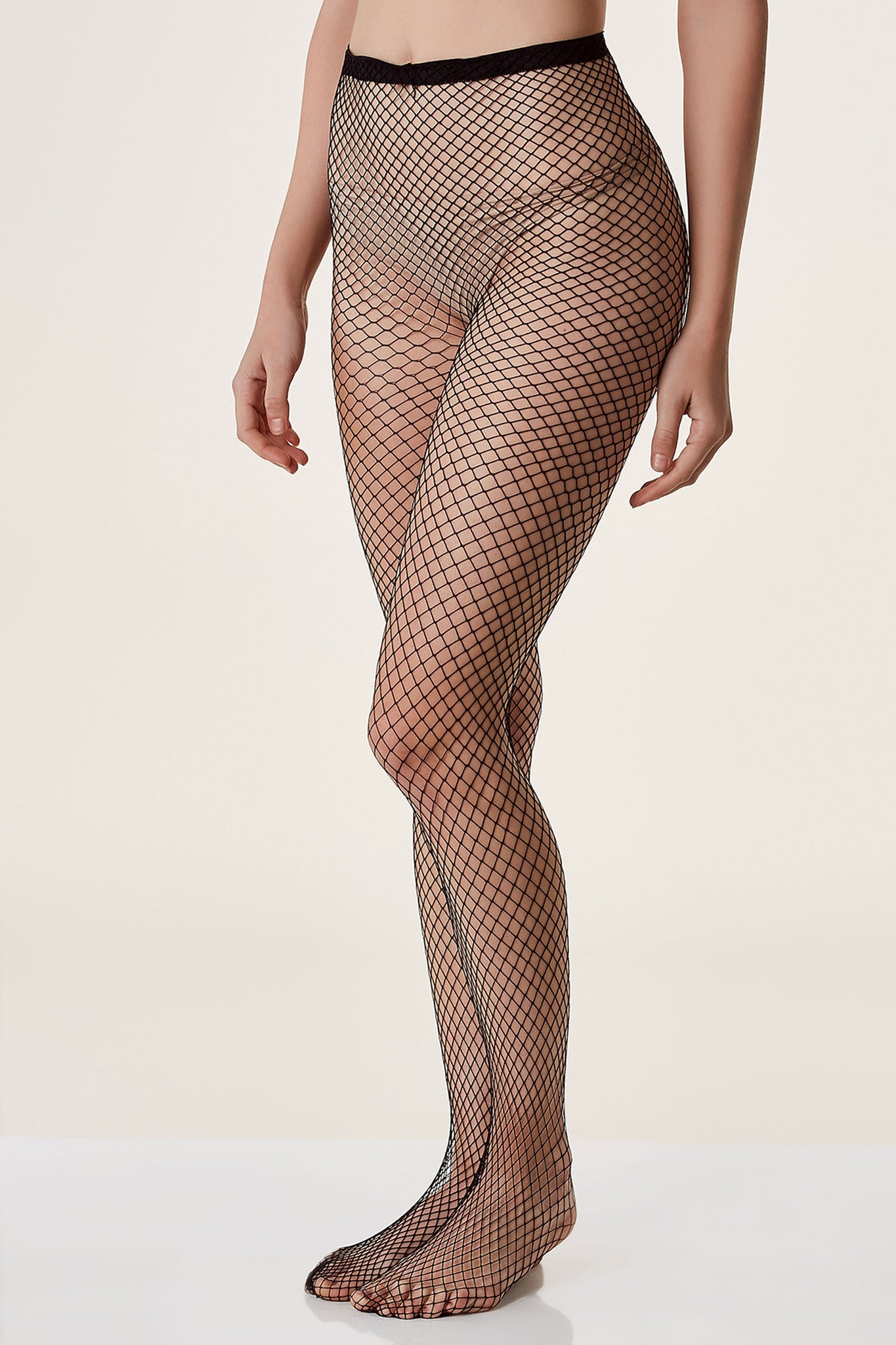 Basic full length fishnet stockings with comfortable stretch.