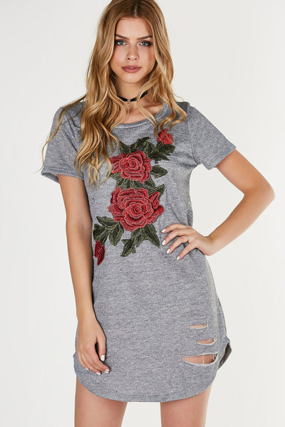 Casual tunic dress with rounded neckline and short sleeves. Relaxed fit with detailed floral patches and distressing in front.