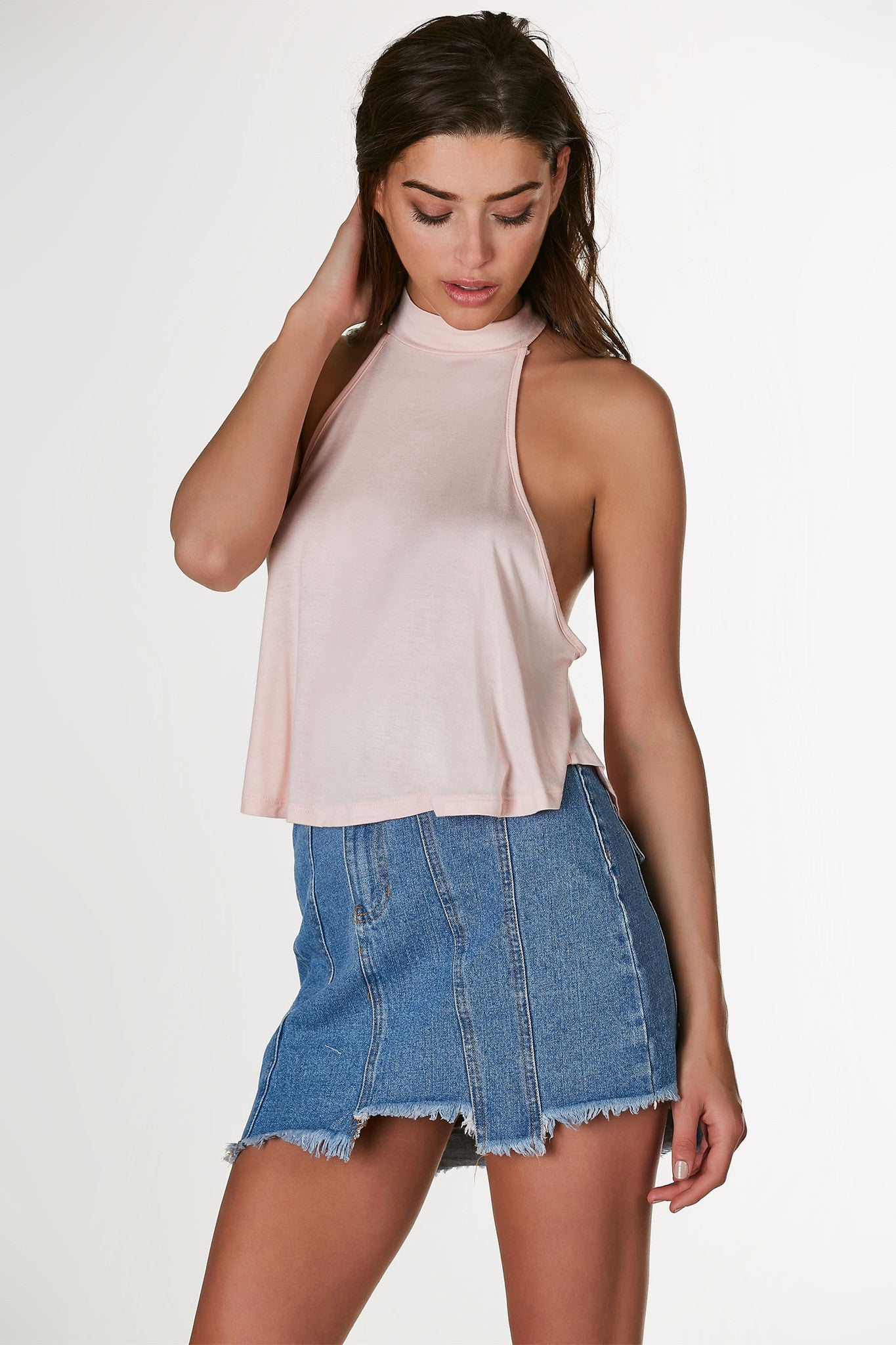 Soft lightweigth sleeve top with flirty A-line hem. Racer back with keyhole finish.