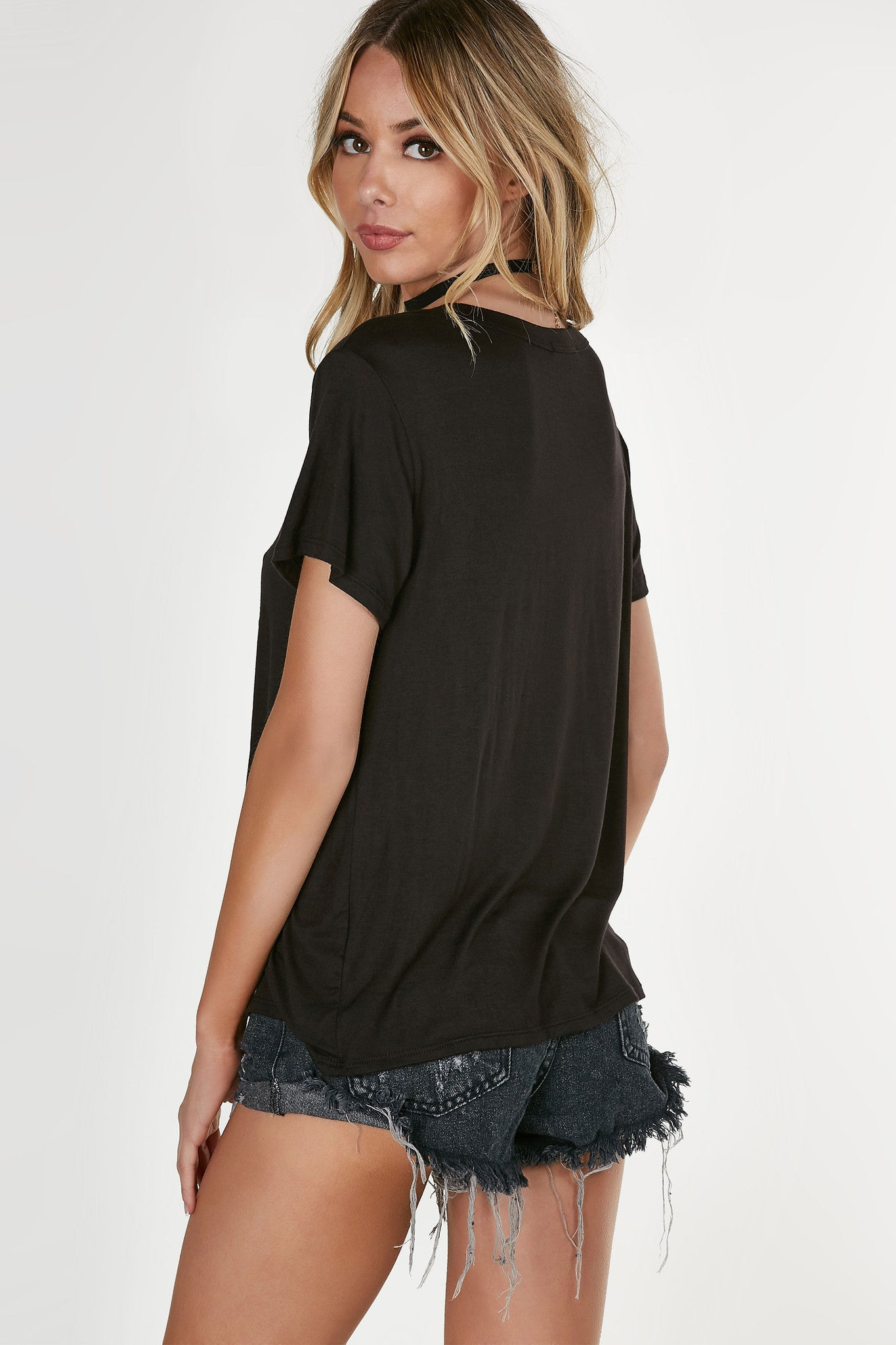 Basic round neck T-shirt with comfortable loose fit. Graphic in front with straight hem all around.