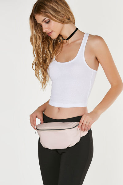 Classic fanny pack with minimal design. Comfortable adjustble strap with gunmetal hardware buckle for closure. Perfect for festivals!
