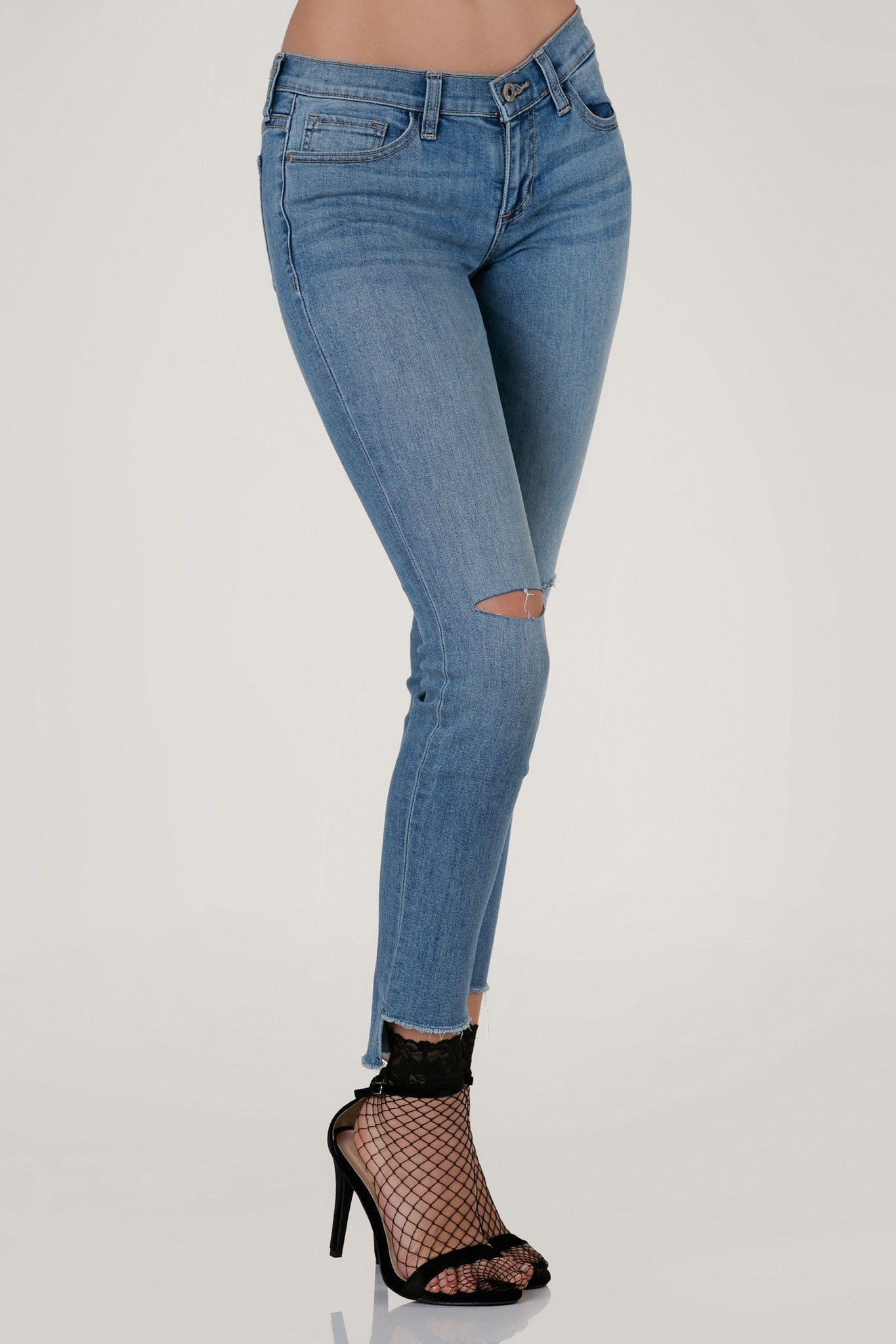 Classic 5 pocket skinny jeans with comfortable low rise waist and ripped knee detailing. Uneven raw hem with light vintage style wash.