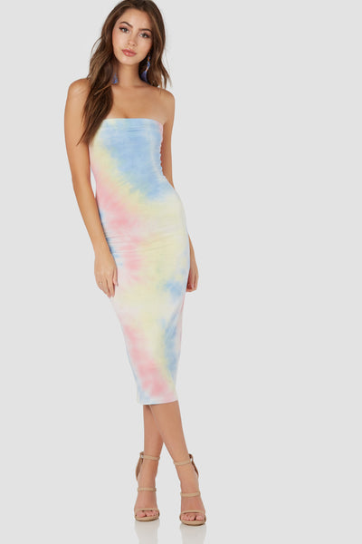 Flirty strapless bodycon dress with colorful tie-dy print throughout. Soft stretchy material with comfortable lining and straight hem finish.