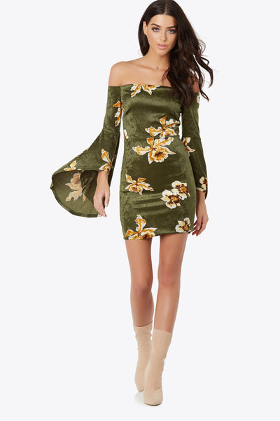 Look your best no matter where you are in this printed velvet off shoulder dress. Features angel sleeves and flexible material for a close to body fit.