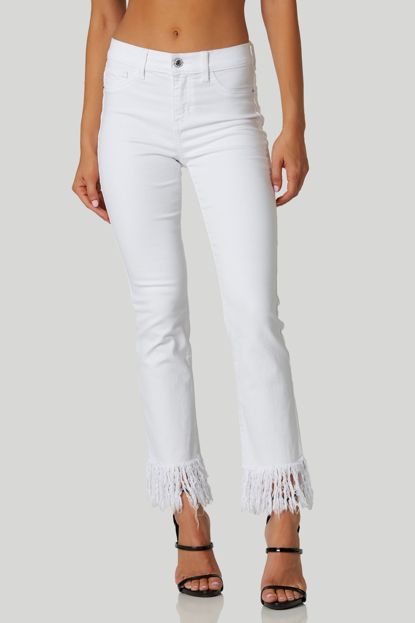 Chic mid rise jeans with trendy frayed hem finish. 5 pocket design with button and zip closure.