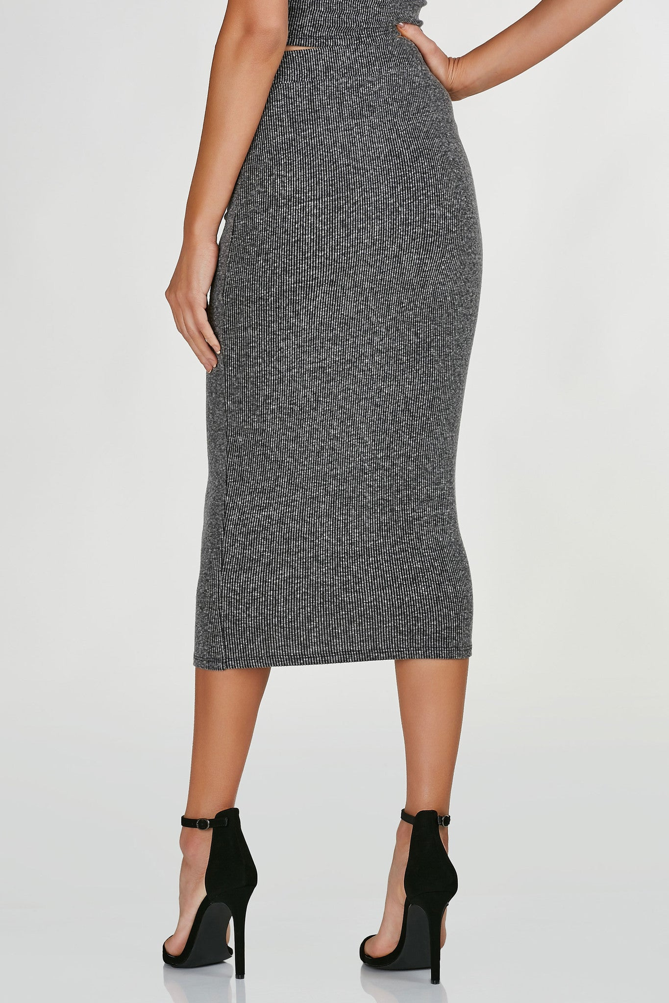 High rise midi skirt, ribbed throughout with straigh hem all around. Comes in a set with matching top sold separately.
